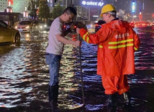 """46年最大的一场雨 """"海绵""""城8小时排干"""