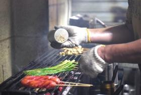 人生一串----长沙老巷子里烧烤父子的日与夜