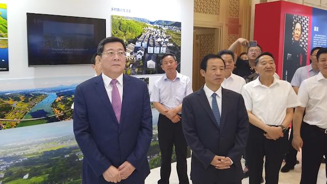 省委书记杜家毫、省长许达哲观看湖南70周年成就展览