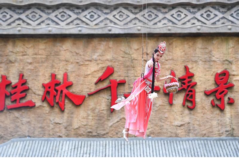 天上掉米粉 桂林千古情景区50平米巨锅煮米粉送游客 新湖南www.hunanabc.com