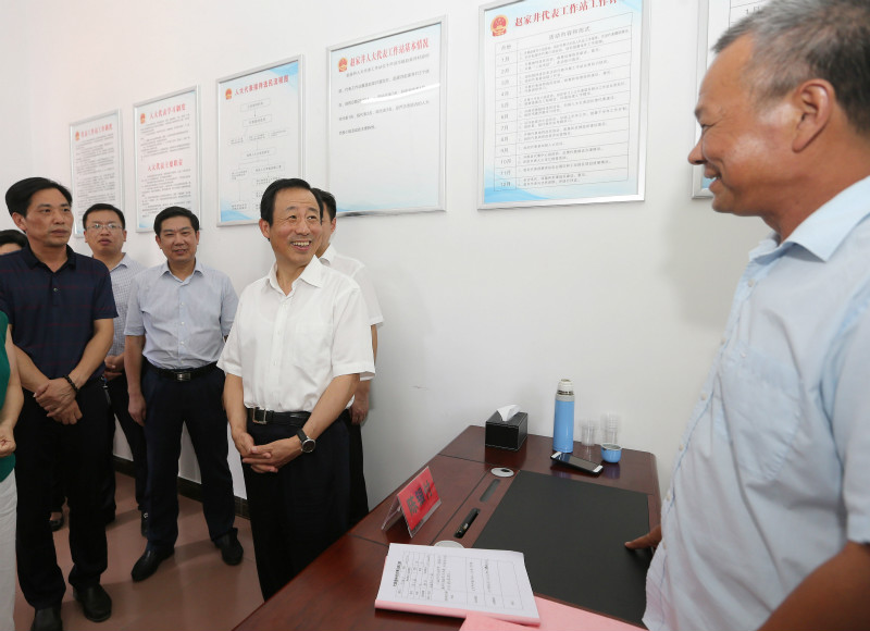 许达哲参加省人大代表小组活动