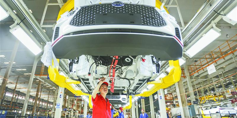 """新能源汽车产业""""加速"""""""