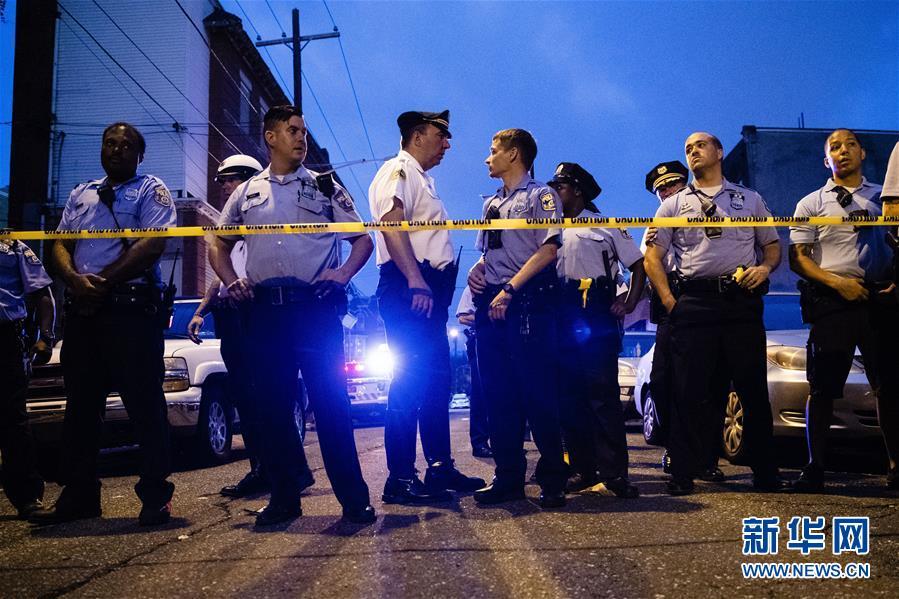 (国际)(1)美国费城发生枪击案数名警察受伤