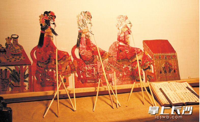 朱国强表演的皮影戏 本版图片均为受访者提供