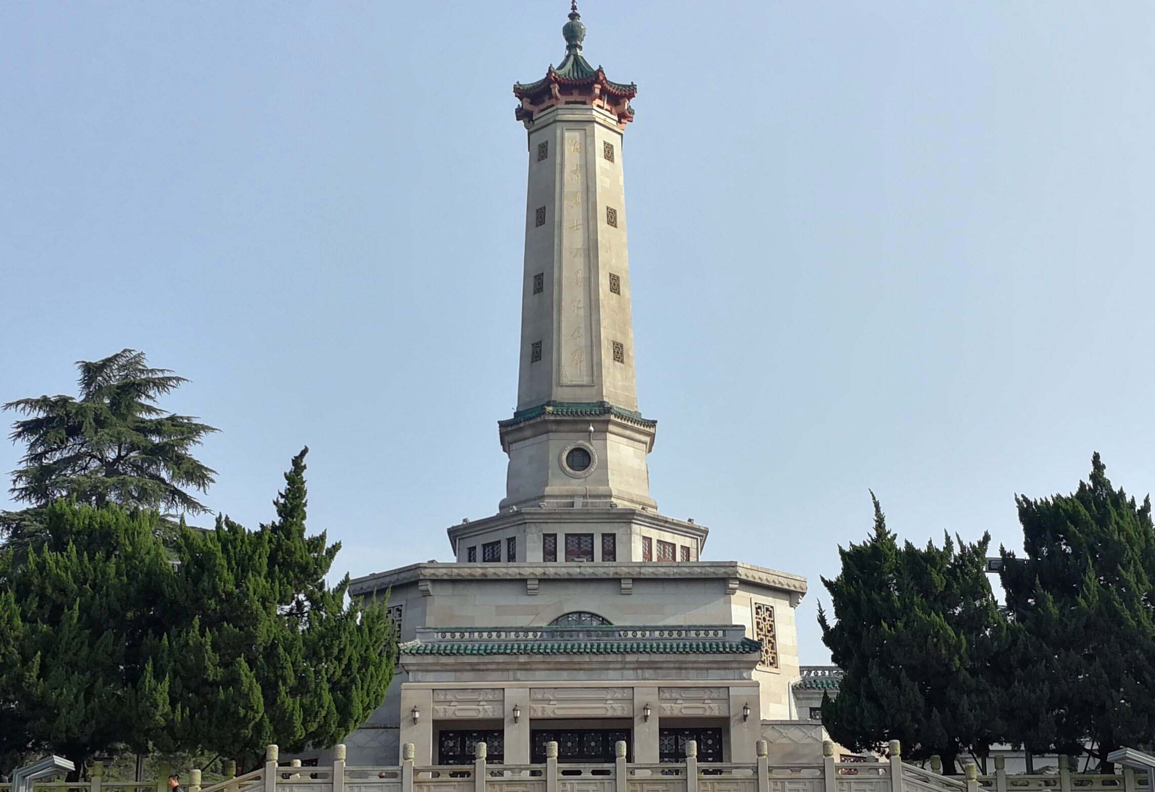 作为红色爱国主义教育基地,湖南烈士公园纪念塔每年接待前来缅怀参观的各地游客100多万人次。长沙晚报全媒体记者 周柏平 摄