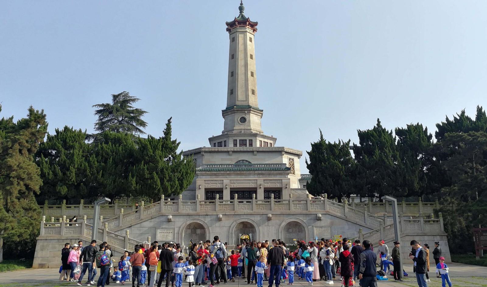 作为红色爱国主义教育基地,湖南烈士公园纪念塔每年接待前来缅怀参观的各地游客100多万人次。长沙晚报全媒体记者周柏平摄
