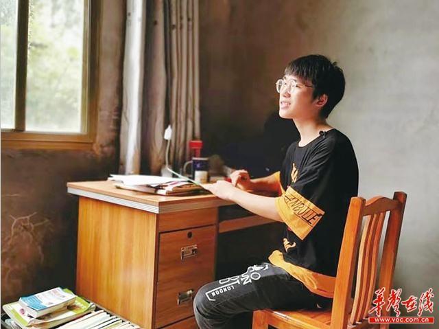 """【三湘阳光助学】""""只要努力学习,考上大学就会有出路"""""""