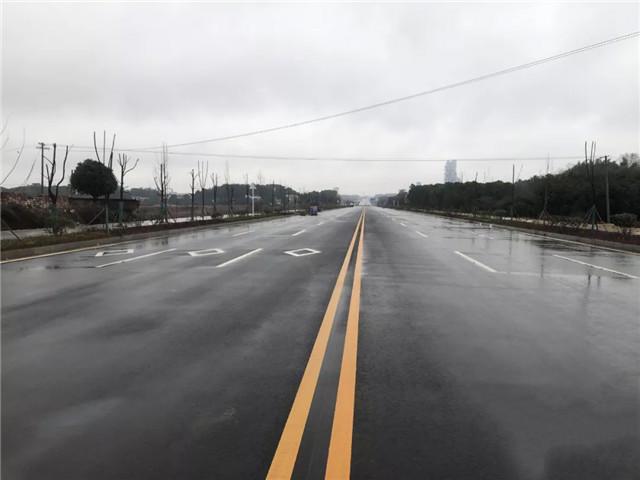怀化市修复城区主干道裂缝6万余米