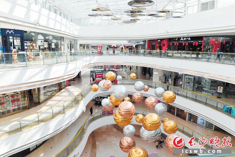 随着收入的增长,市民信心倍增,总体消费倾向也随之增加。长沙晚报全媒体记者 王志伟 摄