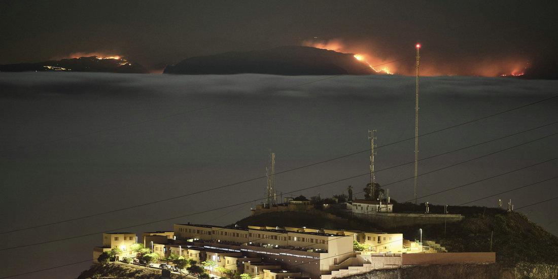 西班牙大加那利岛山火迫使9000多居民疏散