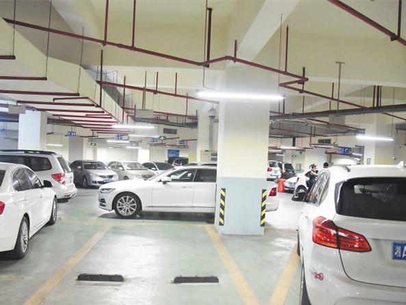 长沙:医院有车位 患者车也不让停?