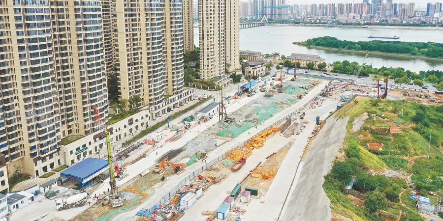 湘雅路过江通道河西段启动桩机施工