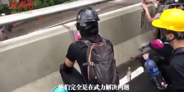 [湘视频·目击香港]香港母亲:开学了,请给学生们一张安静的书桌
