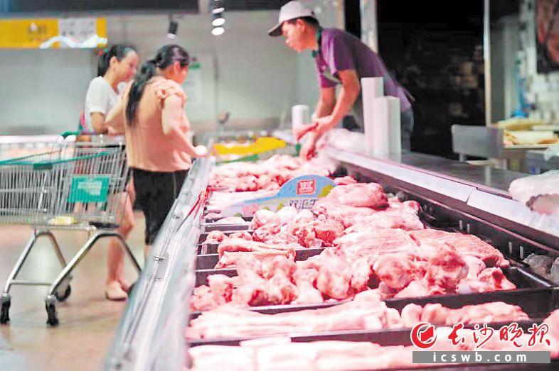 受猪肉减产等因素影响,今年以来,猪肉价格涨幅明显。长沙晚报全媒体记者 王志伟 摄