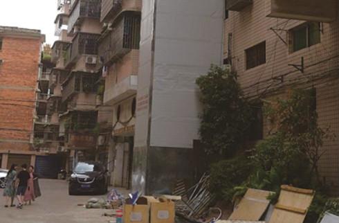 邵阳首个老旧小区加装电梯