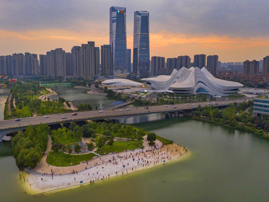 梅溪湖国际文化艺术中心:芙蓉花瓣绽放