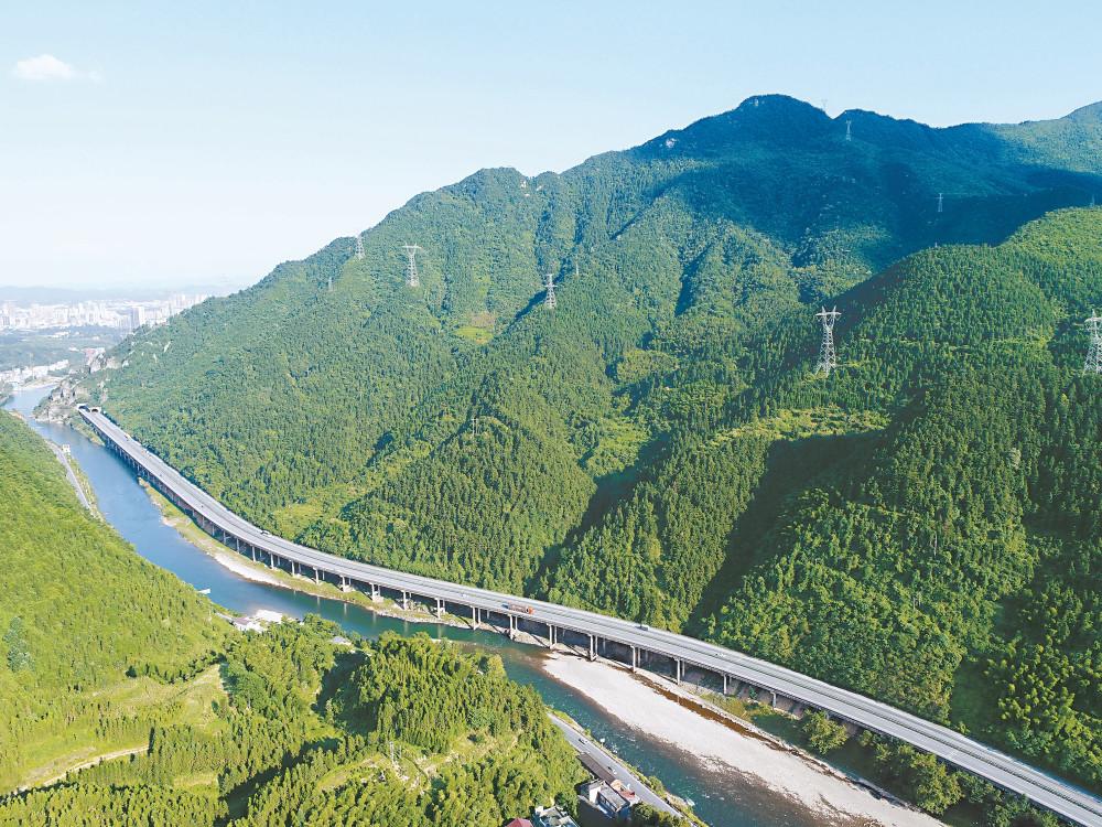 沪昆高速湖南段:交通大动脉 托起腾飞梦