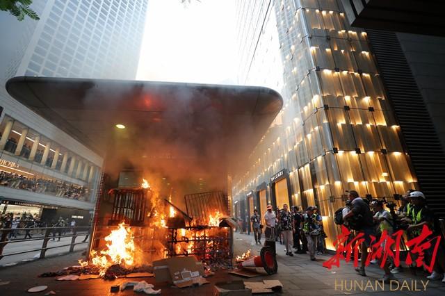 湘视频·目击香港丨现场!香港警方迅速出动驱散暴力示威者