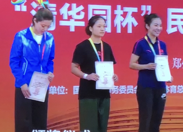 【9日】民族武术(女子传统其他拳类)姚敏夺二等奖