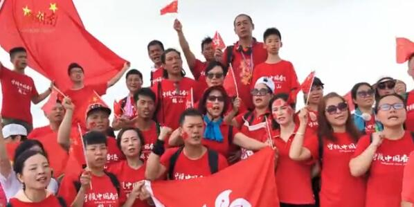 [湘视频·目击香港]香港市民将五星红旗插上狮子山山顶