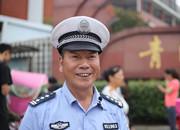 视频|民警龚国庆的最后一班岗:最难舍的是孩子们