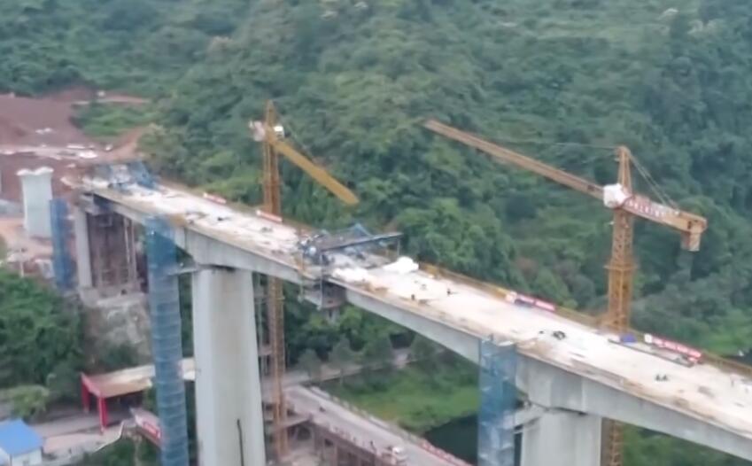 吉首:张吉怀铁路峒河特大桥连续梁顺利合龙
