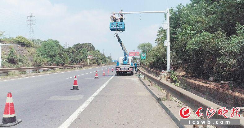 城市开放道路设施正在进行改造。