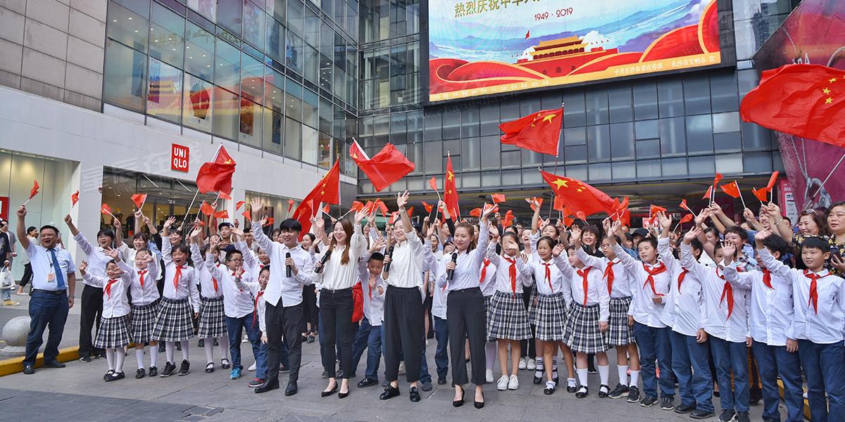 """表白祖国 星城尽是""""中国红"""""""