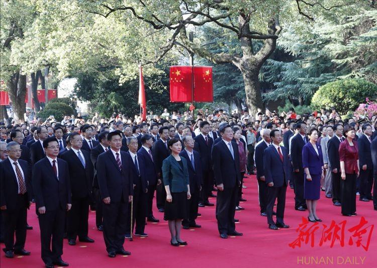 省委举行庆祝新中国成立70周年升旗仪式 祝福伟大祖国更加繁荣昌盛
