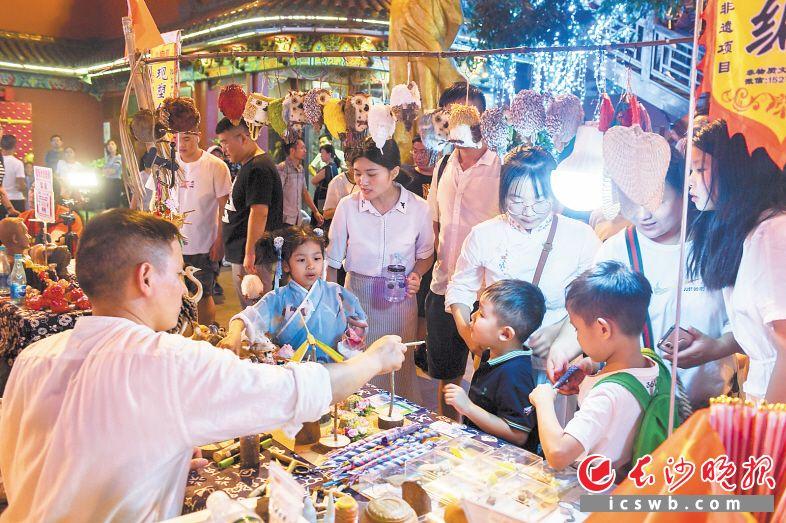 国内外众多游客来打卡 长沙假日夜经济:燃! 新湖南www.hunanabc.com