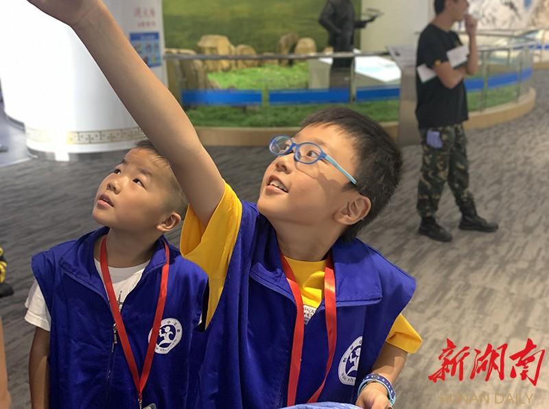 """燃!湖南航空馆快闪童声演绎""""歌唱祖国"""" 新湖南www.hunanabc.com"""