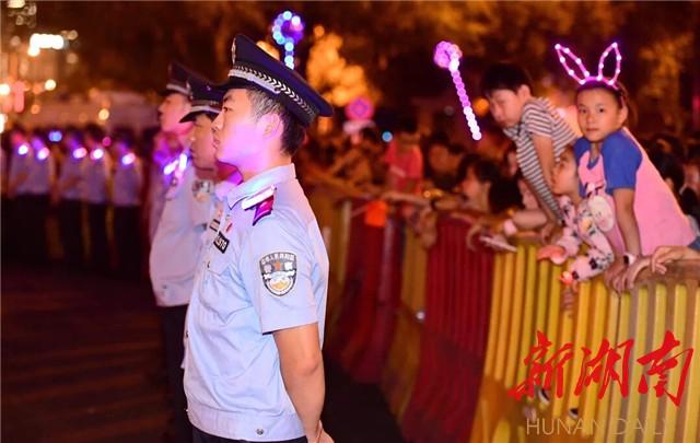 国庆假期近尾声 长沙公安七成警力坚守保平安 新湖南www.hunanabc.com