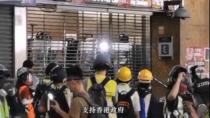 《禁止蒙面规例》正式实施首日 香港市民呼吁示威者卸下面罩