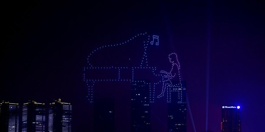无人机艺术秀点亮长沙夜空