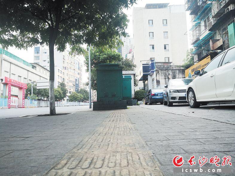 人行道遷改清理工作的推進,大大改善了居民的出行環境。 長沙晚報全媒體記者 孫占鋒 攝