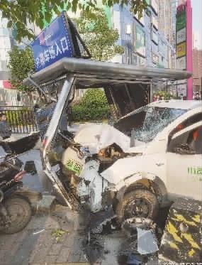 后续 电动汽车撞飞电动车,涉事企业正配合调查