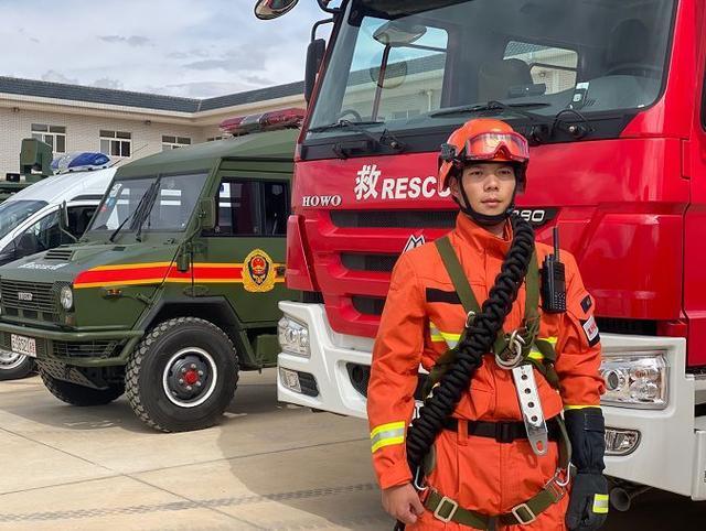 """记者亲历,看森林消防版""""中国机长""""C位出道!"""