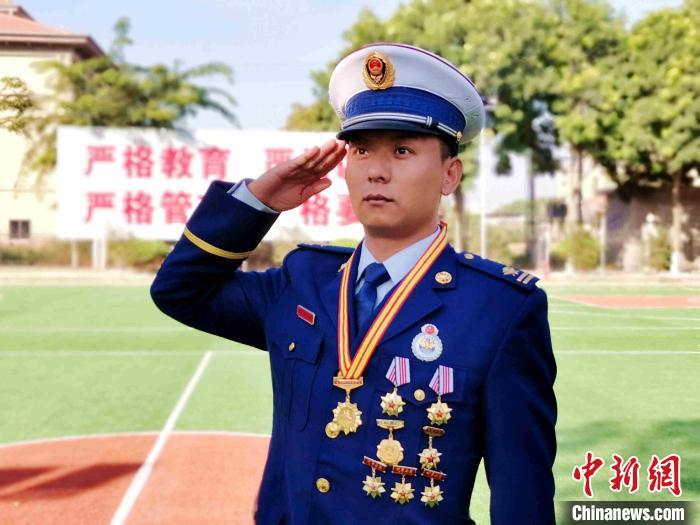 图为漳州森林消防大年夜队一级消防士翁晓强。 李袁辉 摄
