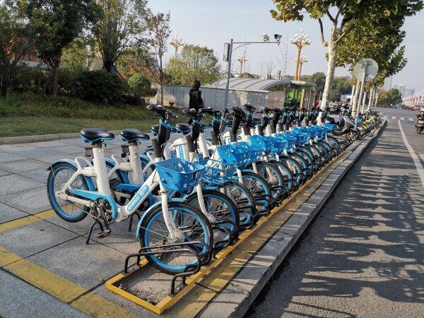 """超醒目!长沙城区首批非机动车停车架""""上岗"""""""