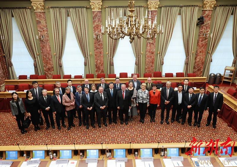 杜家毫率中共代表团对卢森堡进行友好访问
