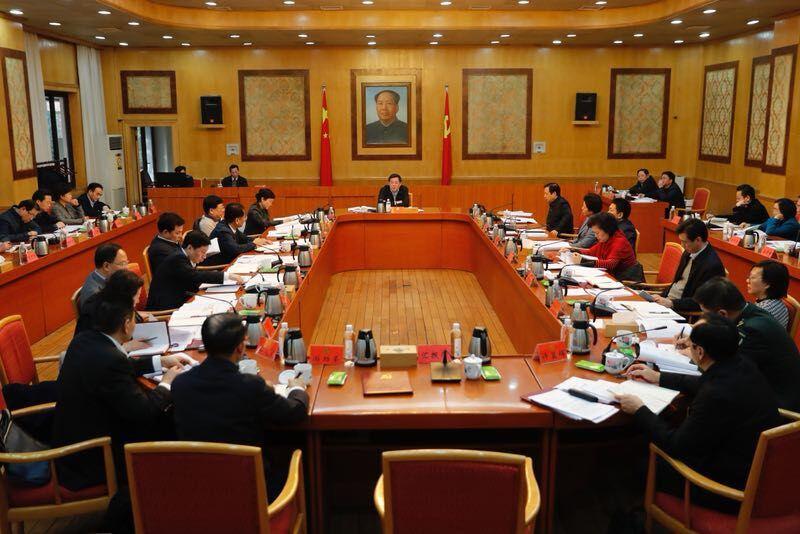 省委常委会召开会议 传达学习中央有关文件精神