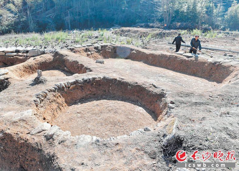 考古发掘出的沤竹池组合。长沙晚报全媒体记者 邹麟 摄