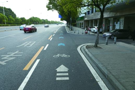 長沙首創非機動車組合交通標志 騎車出行,跟著藍色路標走
