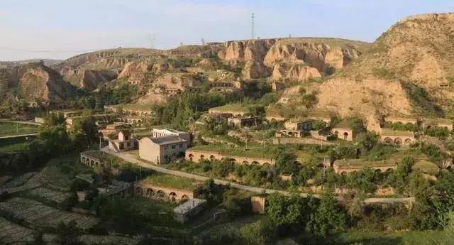 """陕西榆林撤村并村致36个行政村成""""黑户"""",问题卡在哪"""