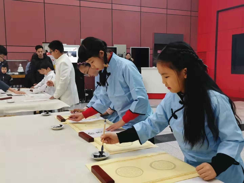 李国强书法工作室首届师生书法展开幕 百余幅佳作亮相