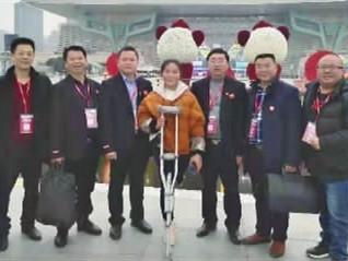 """轮流接送残疾女孩韩力一年多,8名网约车司机获""""天天正能量特别奖"""""""