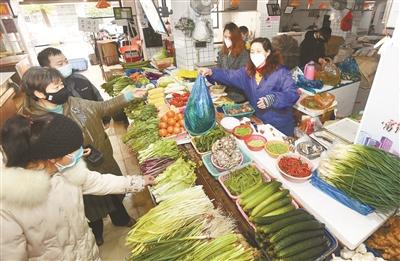 百姓餐桌应无虞 记者探访省会菜篮子、米袋子、果盘子