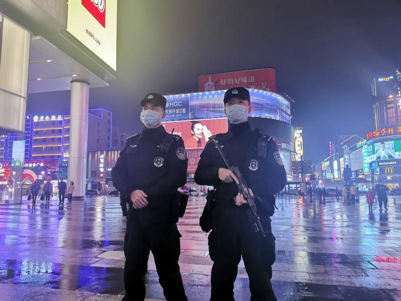 """共同战""""疫""""丨长沙公安:严禁不戴口罩乘坐公共交通工具出入公共场所"""