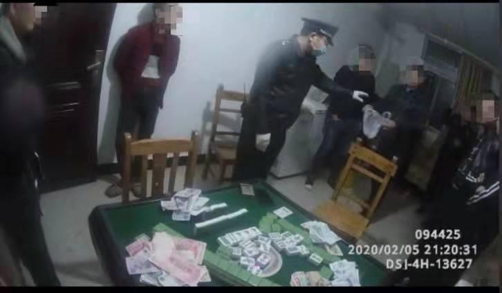 """共同战""""疫""""丨聚众赌博还不戴口罩,湘潭5名年轻人被行政处罚"""