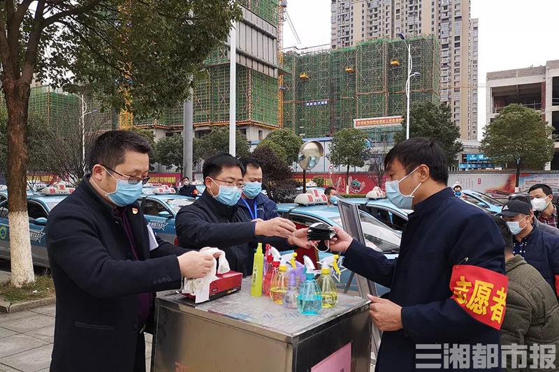 长沙望城区组建应急爱心出租车队,24小时义务接送防疫医护人员